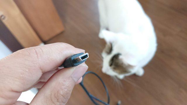 USBケーブルの形状に注意